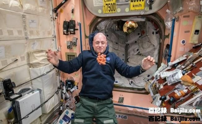 A-Year-in-Space-02.jpg